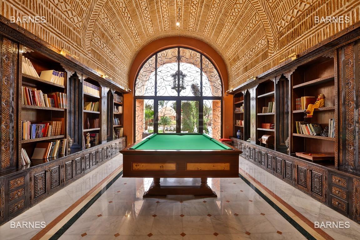 véritable palais arabo andalou aux dimensions impressionnantes. picture 3