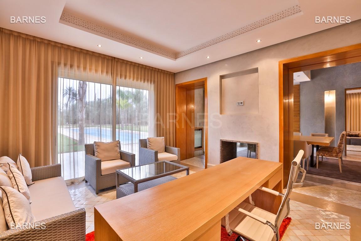 Villa contemporaine au coeur du circuit de la palmeraie Marrakech bâtie sur un terrain de 4000 m² et offrant une superficie habitable de 430 m². picture 1