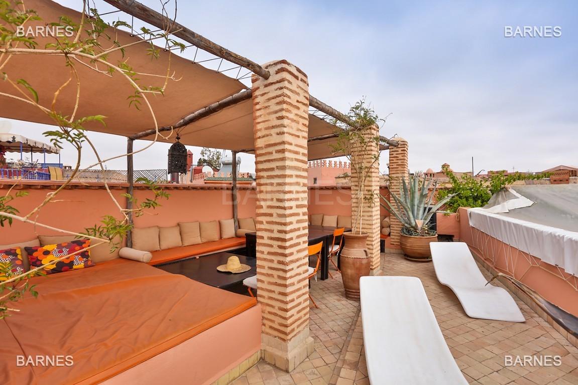 Riad maison d'hôtes, 6 chambres, 6 salles de bains, salon, salle à manger, cuisine, patio, bassin, terrasse. picture 5