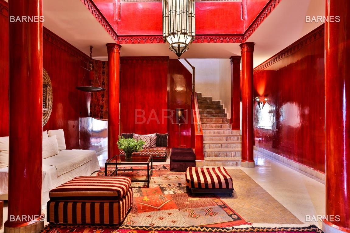 Très belle villa de style Marocain et art déco située dans un secteur de la palmeraie calme et accessible .  Parc sublime, villa principale avec piscine et maison d'ami avec piscine . picture 7