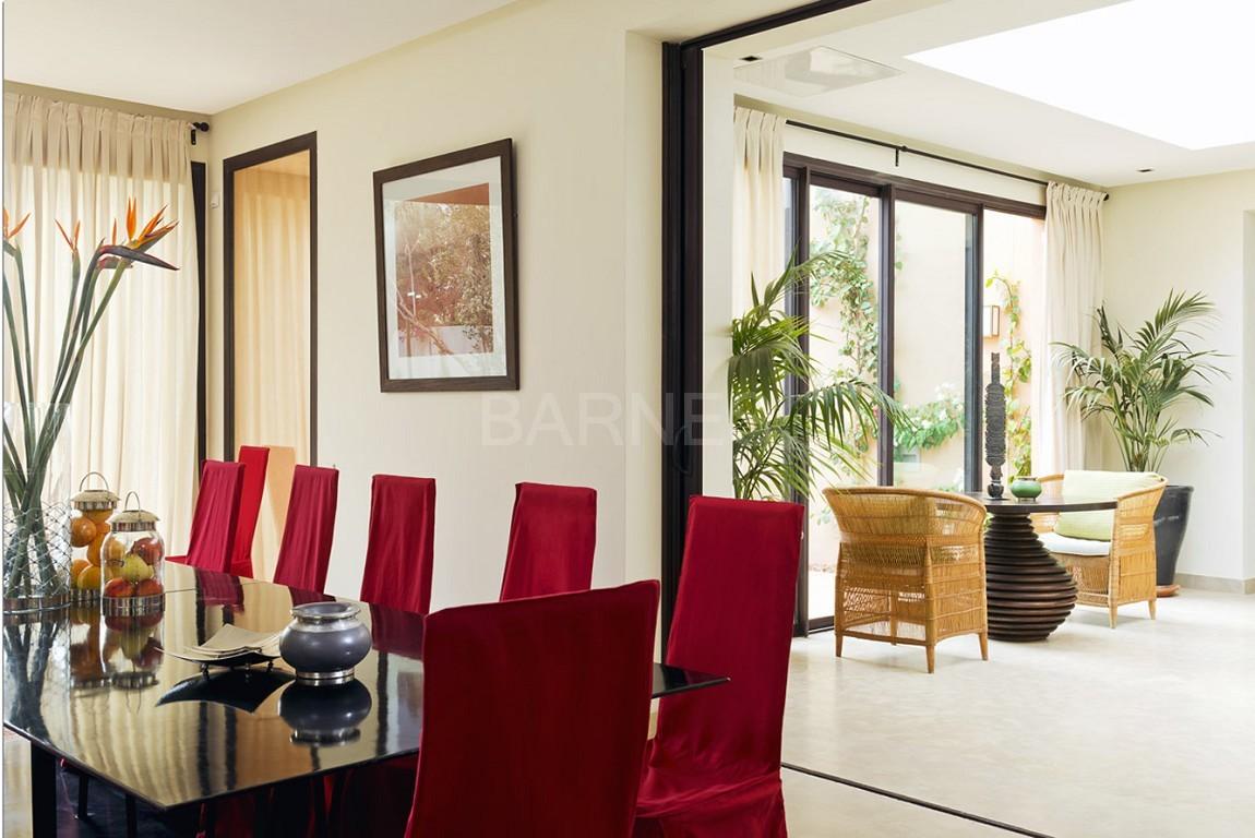 Nichée en première ligne du golf Al Maaden, cette tres belle propriété de luxe contemporaine abrite six chambres et suites au confort d'exception picture 9