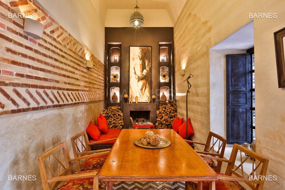 Riad maison d'hôtes, 6 chambres, 6 salles de bains, salon, salle à manger, cuisine, patio, bassin, terrasse. picture 11