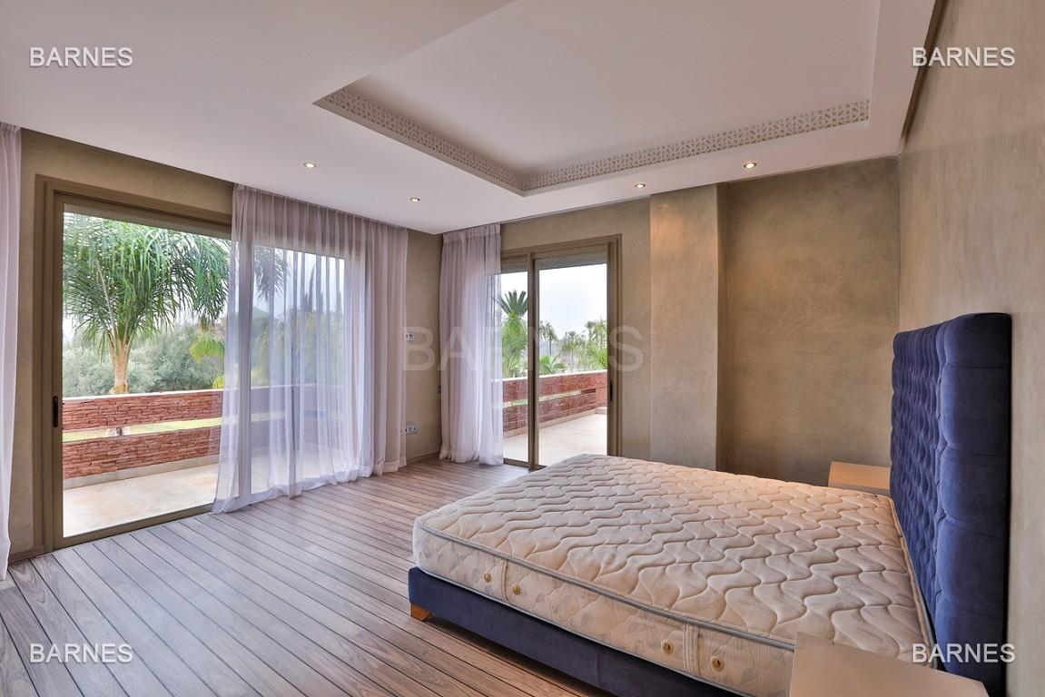 Villa contemporaine au coeur du circuit de la palmeraie Marrakech bâtie sur un terrain de 4000 m² et offrant une superficie habitable de 430 m². picture 9