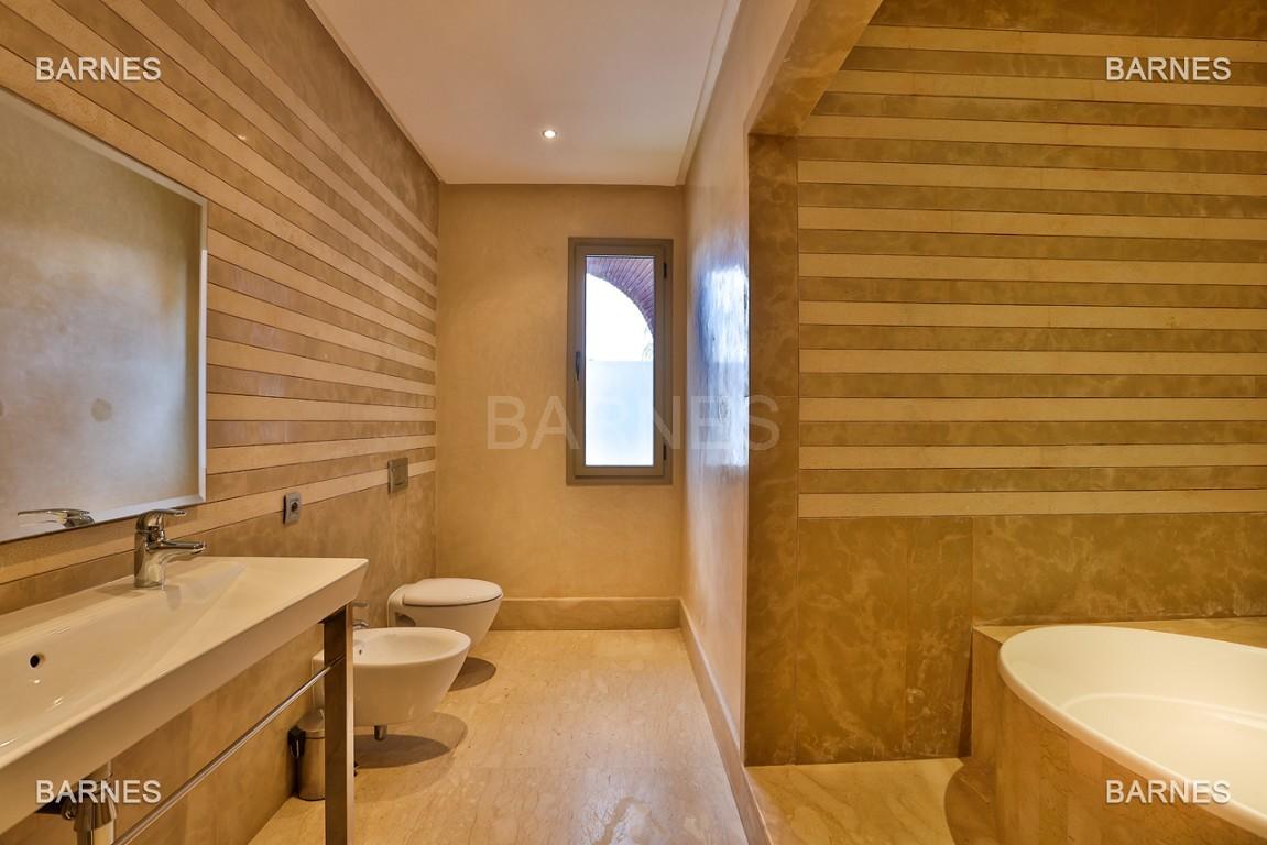 Villa contemporaine au coeur du circuit de la palmeraie Marrakech bâtie sur un terrain de 4000 m² et offrant une superficie habitable de 430 m². picture 7