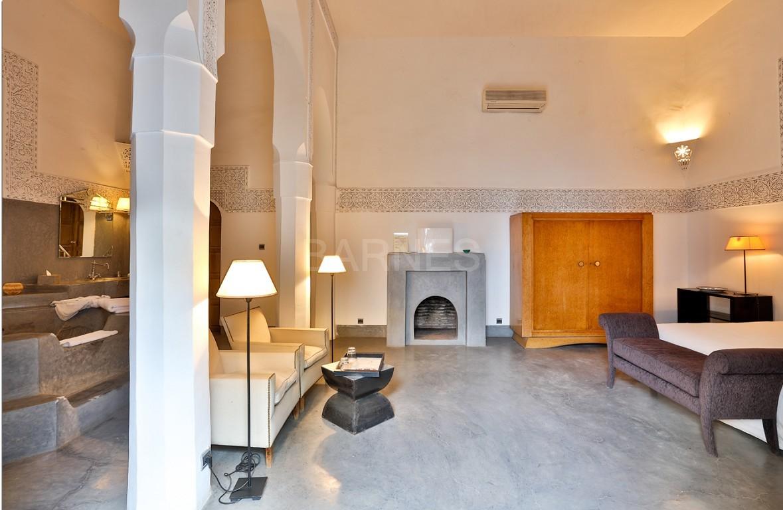 Riad maison d'hôtes, salon, salle à manger, 3 chambres, 3 suites, 6 salles de bains, piscine, terrasse picture 7