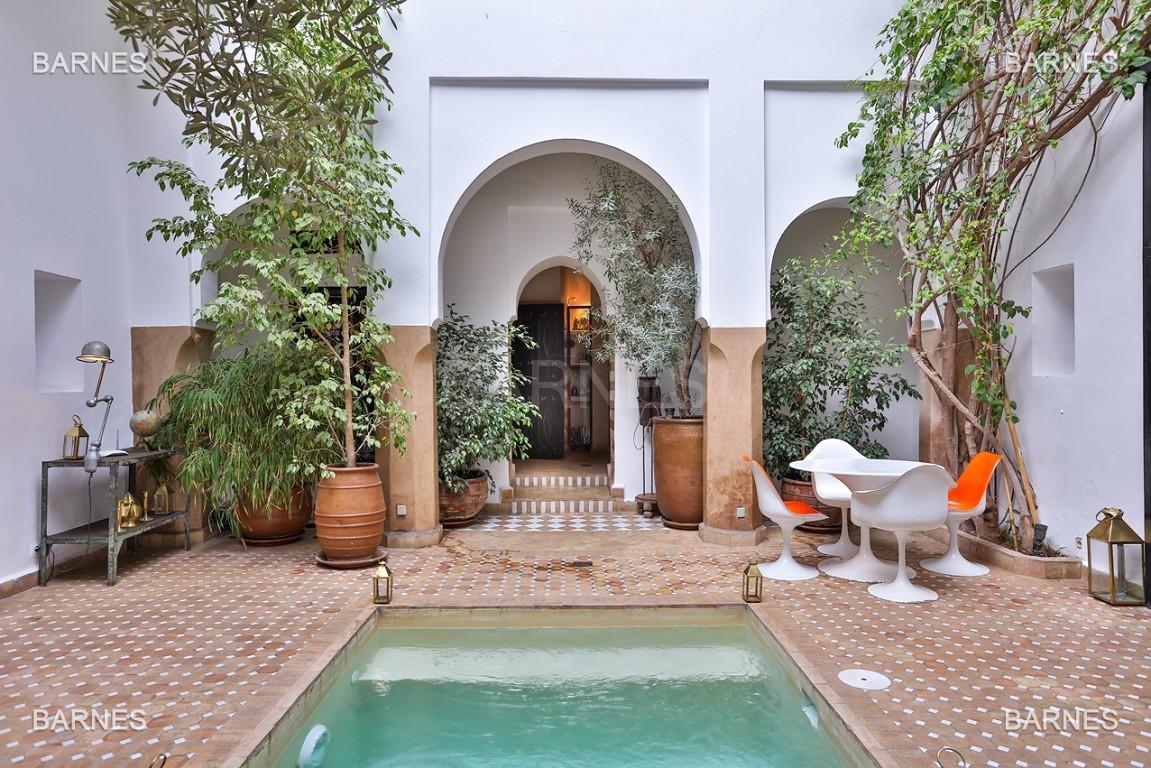 Riad maison d'hôtes, 6 chambres, 6 salles de bains, salon, salle à manger, cuisine, patio, bassin, terrasse. picture 8