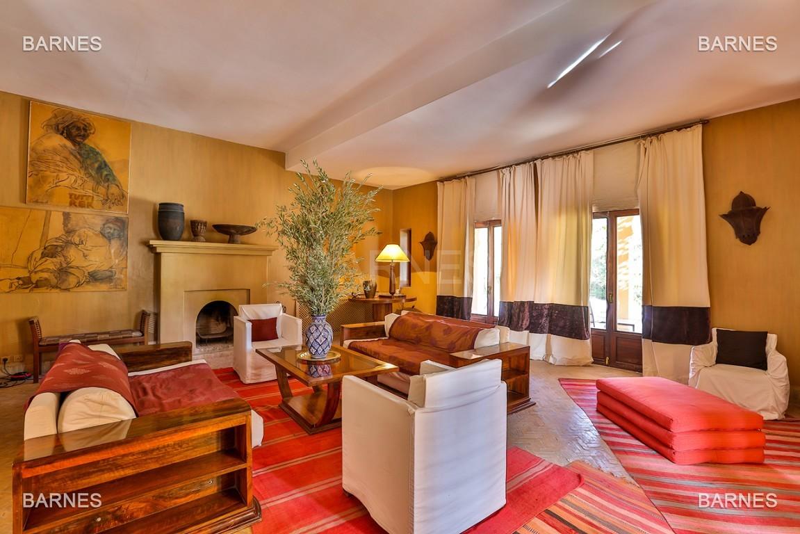 Très belle villa de style Marocain et art déco située dans un secteur de la palmeraie calme et accessible .  Parc sublime, villa principale avec piscine et maison d'ami avec piscine . picture 2
