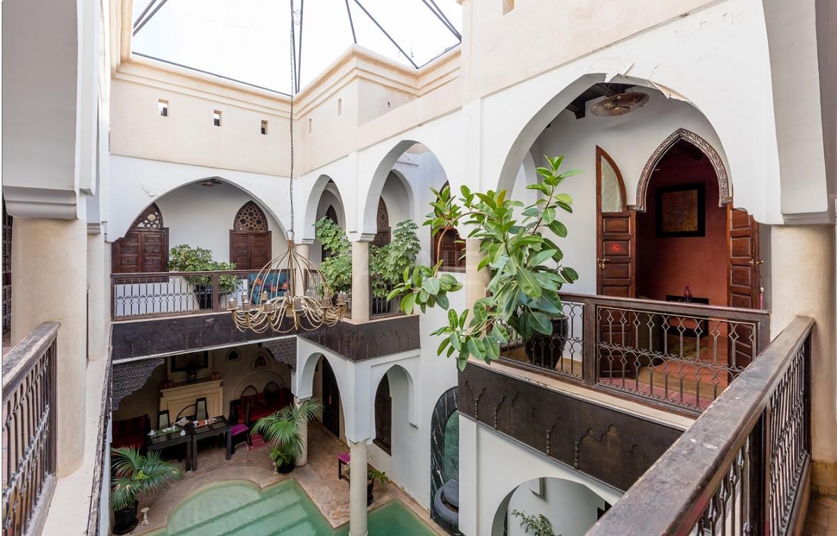 Riad maison d'hôtes, 7 chambres, 7 salles de bains, patio piscine, bhou (salon ouvert), cheminée, salle à manger, terrasse picture 2