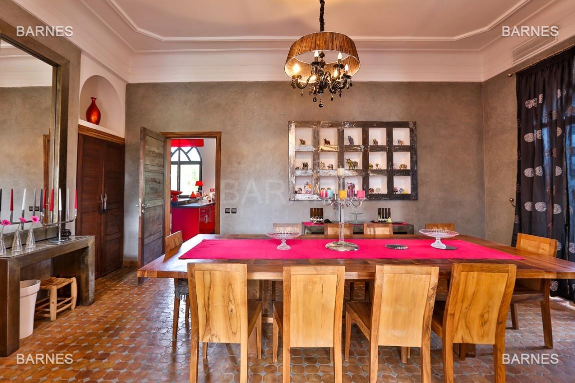 Superbe villa marocaine, construite sur un beau terrain arboré de 1 hectare à la sortie de Marrakech, 10mn en voiture du centre ville.  picture 3