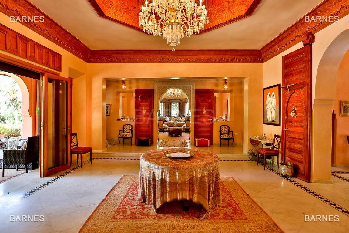 Très belle propriété a la palmeraie, véritable opportunité en terme de rapport qualité prix. 6 chambres un hectare de terrain arboré, dans la belle palmeraie , belle piscine. Matériaux noble marbre, boiserie en cèdres… picture 9