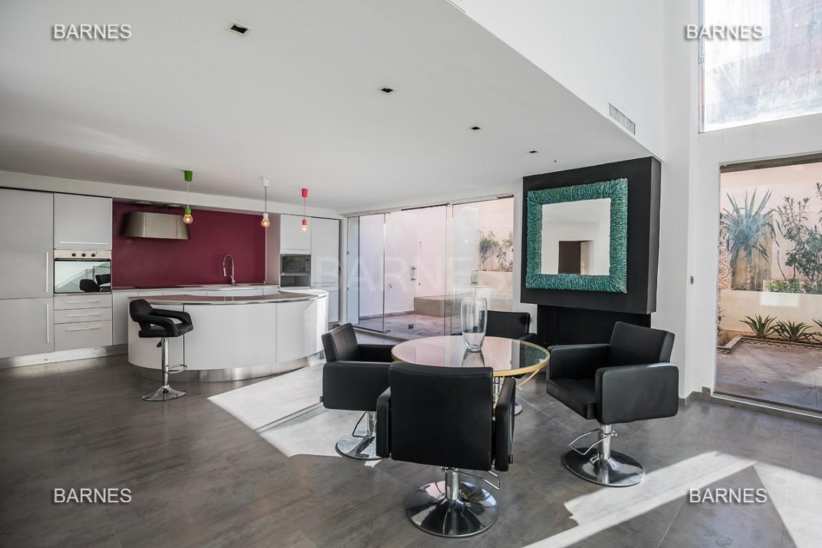 Magnifique duplex de 242 m² situé au coeur de l'hivernage dans une prestigieuse résidence avec piscine picture 1
