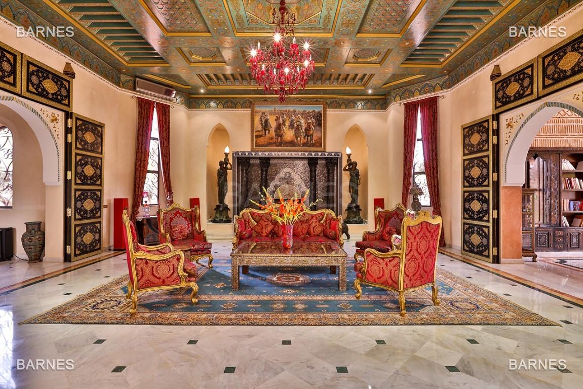 véritable palais arabo andalou aux dimensions impressionnantes. picture 8