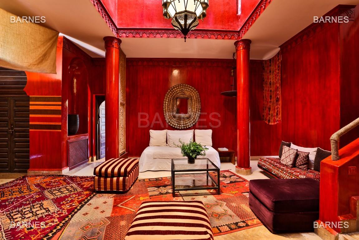 Très belle villa de style Marocain et art déco située dans un secteur de la palmeraie calme et accessible .  Parc sublime, villa principale avec piscine et maison d'ami avec piscine . picture 9