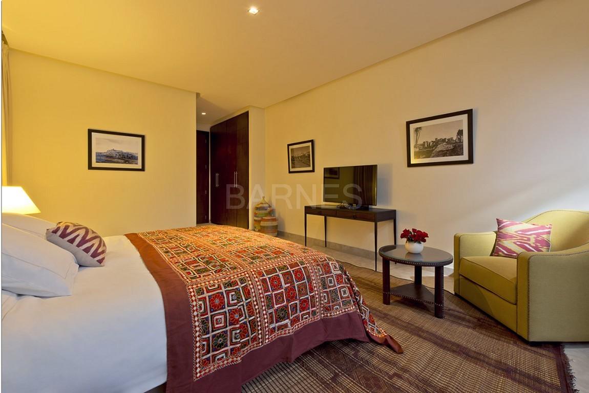 Nichée en première ligne du golf Al Maaden, cette tres belle propriété de luxe contemporaine abrite six chambres et suites au confort d'exception picture 17