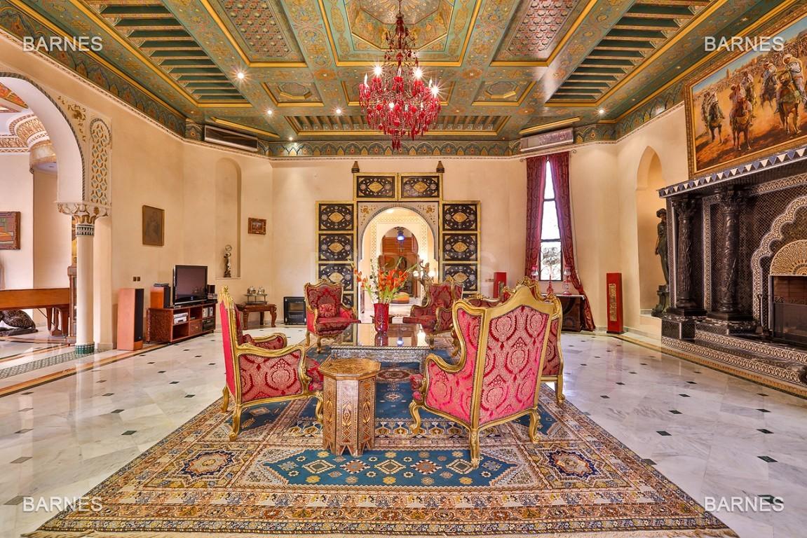 véritable palais arabo andalou aux dimensions impressionnantes. picture 11