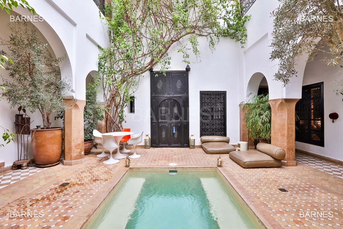 Riad maison d'hôtes, 6 chambres, 6 salles de bains, salon, salle à manger, cuisine, patio, bassin, terrasse. picture 2