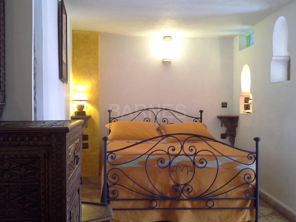 Riad maison d'hôtes, 11 chambres, 11 salles de bains, 2 patios, salons, salle à manger,  picture 10