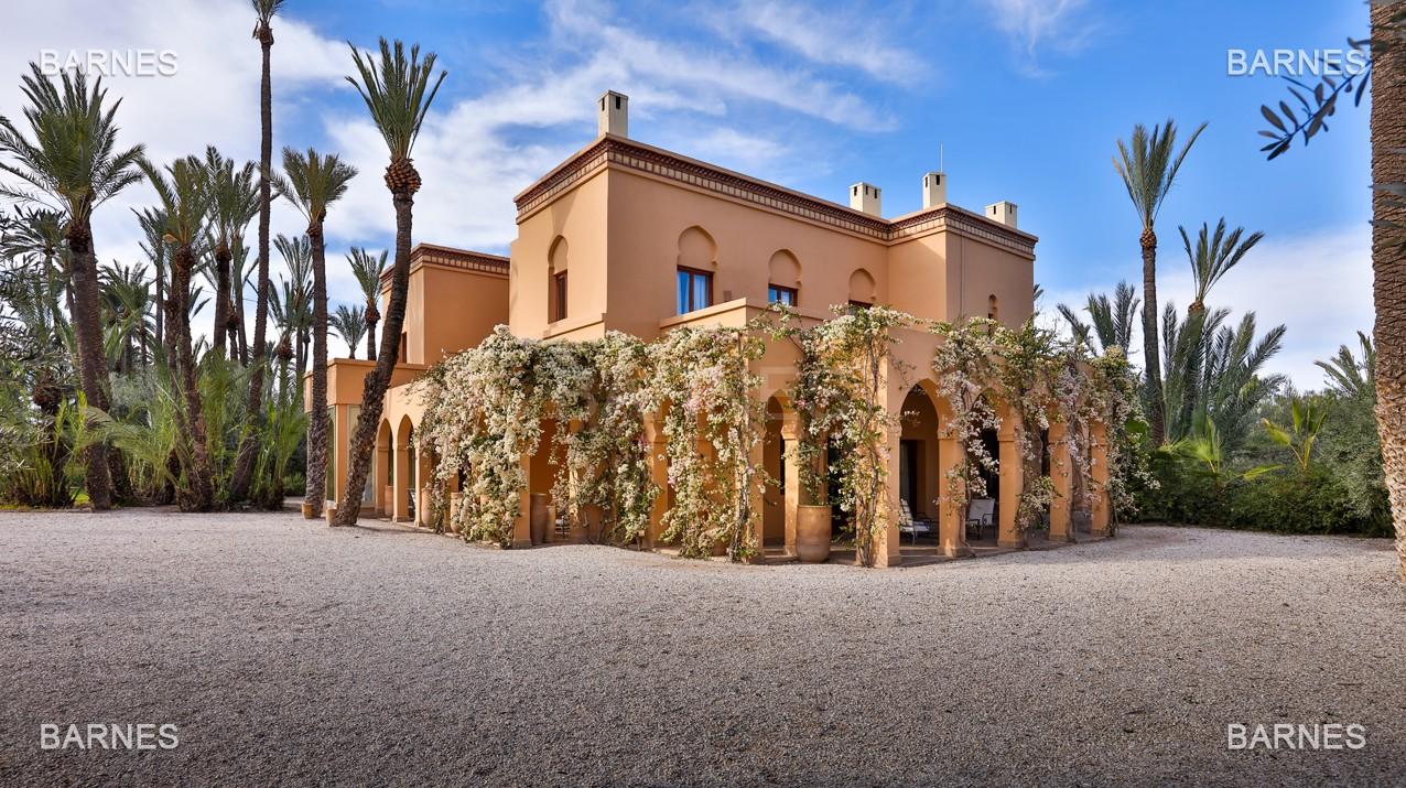 Très belle villa de style Marocain et art déco située dans un secteur de la palmeraie calme et accessible .  Parc sublime, villa principale avec piscine et maison d'ami avec piscine . picture 15