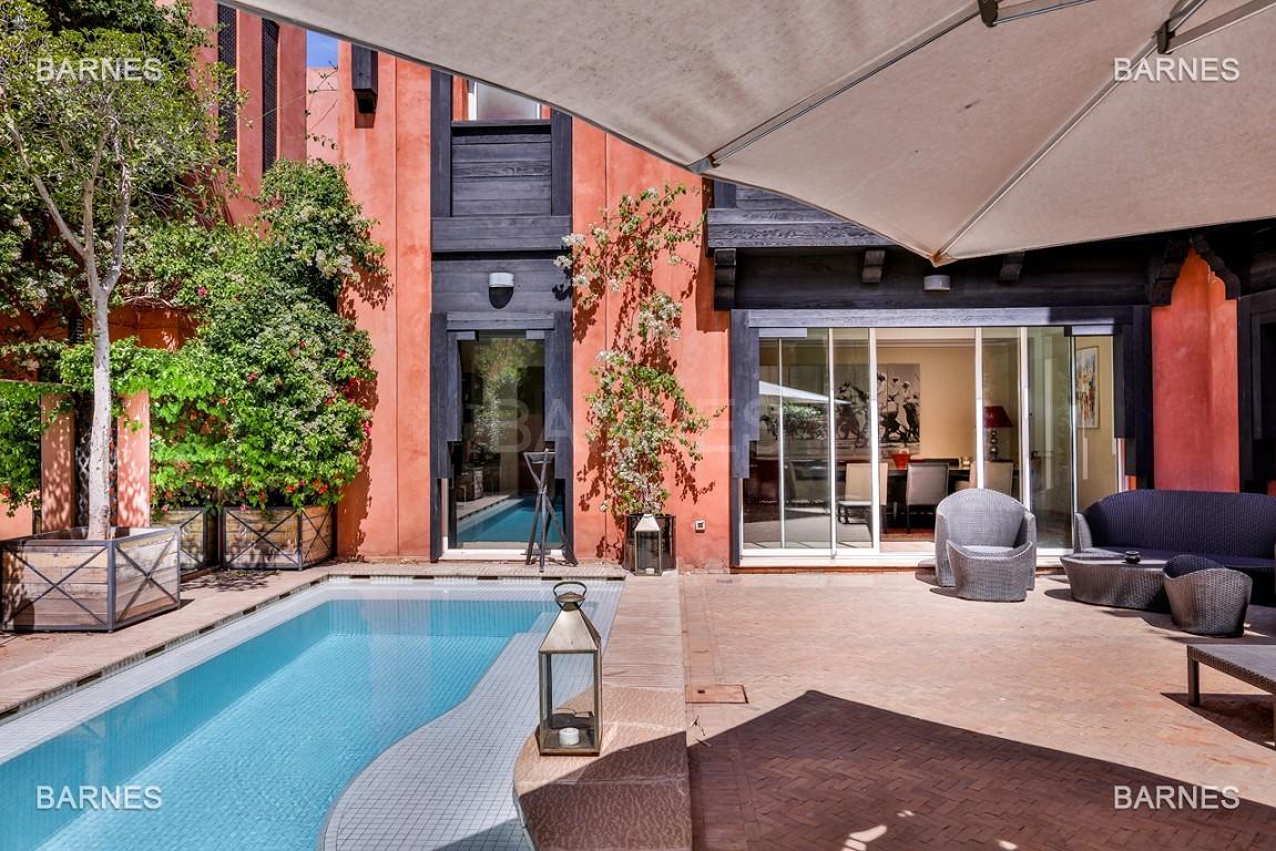 Située entre Medina et Ville nouvelle , superbe villa type Ryad dans un Hotel 5 étoiles .   picture 0