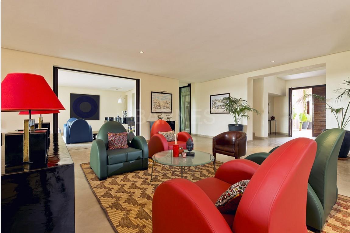 Nichée en première ligne du golf Al Maaden, cette tres belle propriété de luxe contemporaine abrite six chambres et suites au confort d'exception picture 6