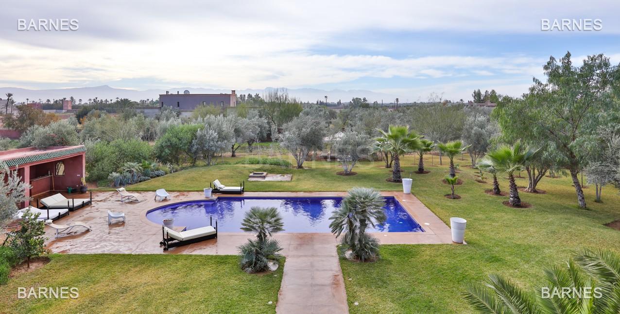 Superbe villa marocaine, construite sur un beau terrain arboré de 1 hectare à la sortie de Marrakech, 10mn en voiture du centre ville.  picture 10