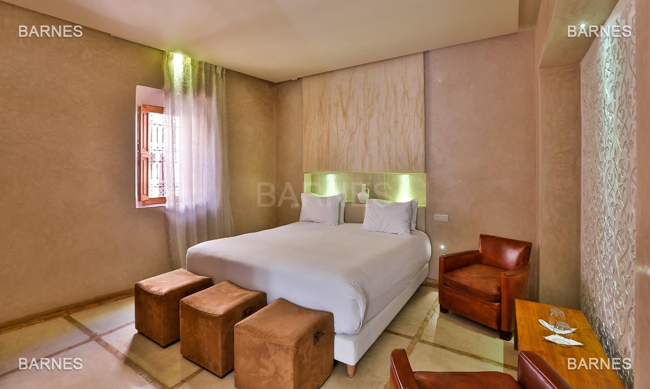 Maison d'hôtes, 8 chambres, 8 salles de bains, bassin, terrasse, jacuzzi. picture 10