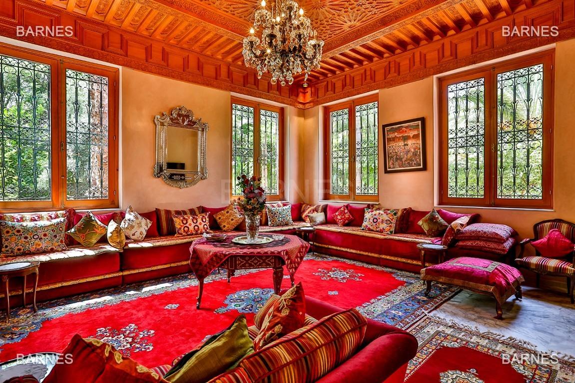 Très belle propriété a la palmeraie, véritable opportunité en terme de rapport qualité prix. 6 chambres un hectare de terrain arboré, dans la belle palmeraie , belle piscine. Matériaux noble marbre, boiserie en cèdres… picture 8