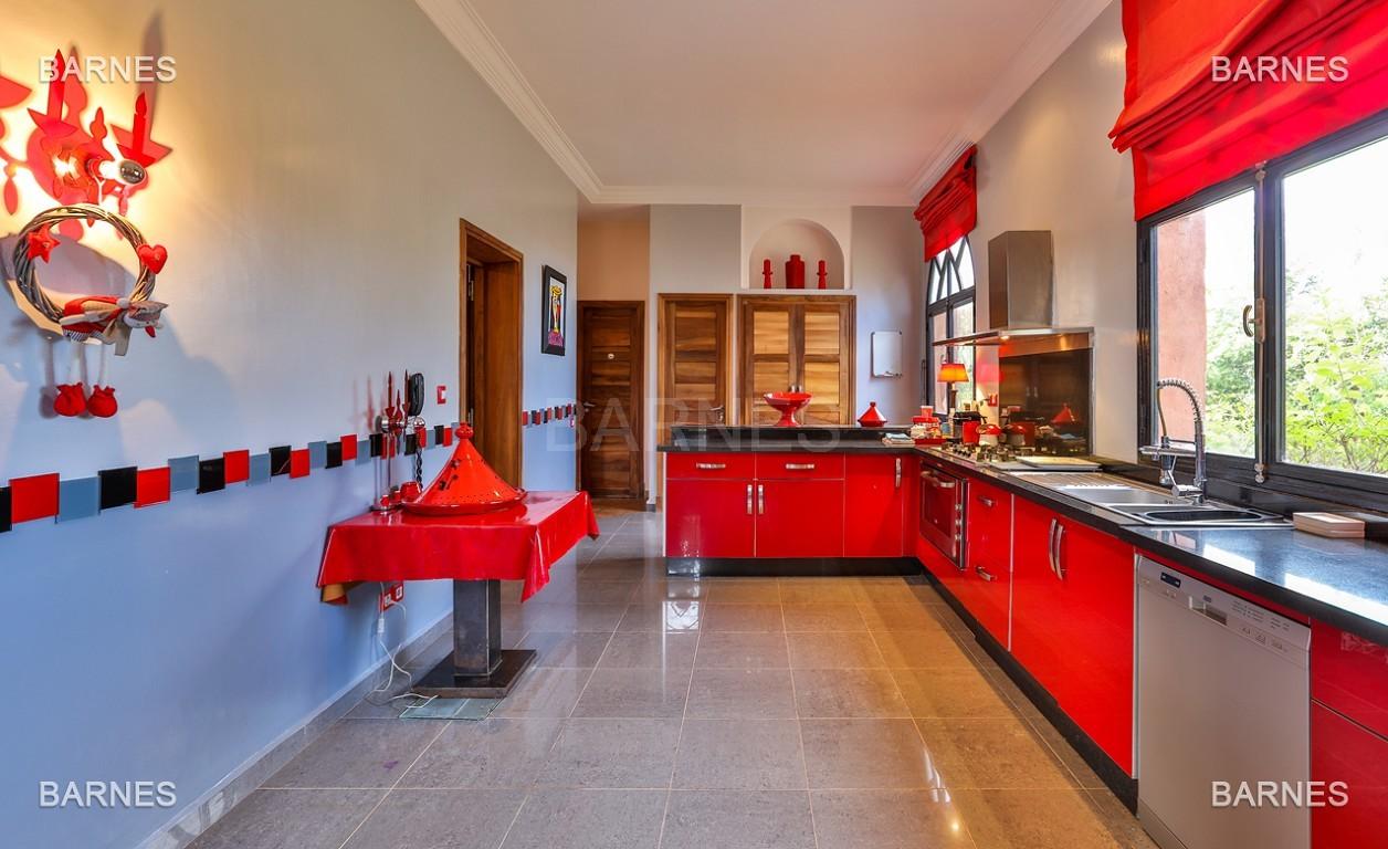 Superbe villa marocaine, construite sur un beau terrain arboré de 1 hectare à la sortie de Marrakech, 10mn en voiture du centre ville.  picture 9