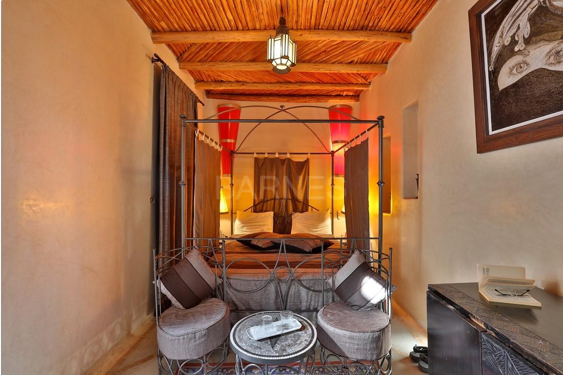Riad maison d'hôtes, 7 chambres, 7 salles de bains, patio piscine, bhou (salon ouvert), cheminée, salle à manger, terrasse picture 3
