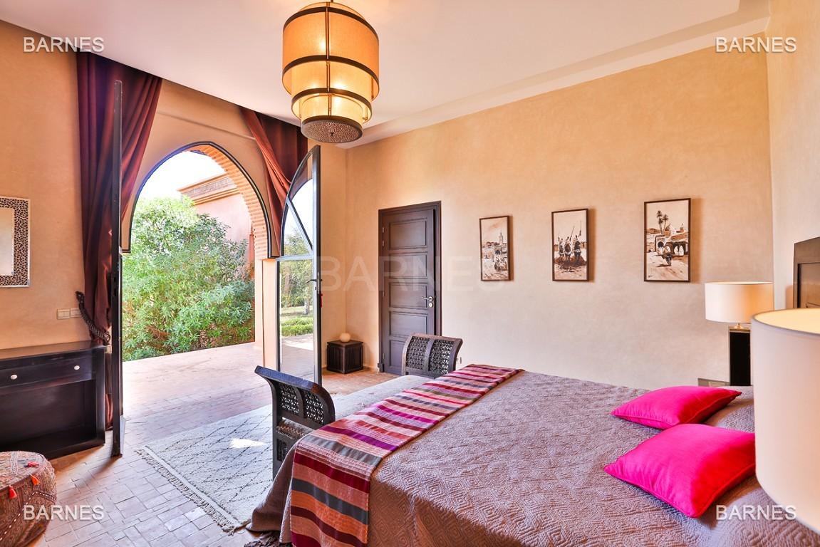 Très belle propriété d'inspiration marocaine, construite de plain pied sur 600m2  picture 9