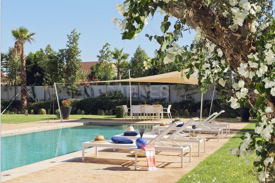 Nichée en première ligne du golf Al Maaden, cette tres belle propriété de luxe contemporaine abrite six chambres et suites au confort d'exception picture 3