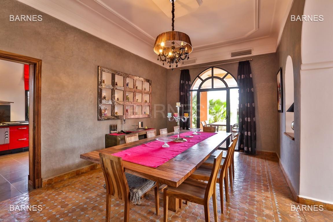 Superbe villa marocaine, construite sur un beau terrain arboré de 1 hectare à la sortie de Marrakech, 10mn en voiture du centre ville.  picture 11