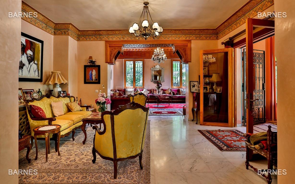 Très belle propriété a la palmeraie, véritable opportunité en terme de rapport qualité prix. 6 chambres un hectare de terrain arboré, dans la belle palmeraie , belle piscine. Matériaux noble marbre, boiserie en cèdres… picture 6