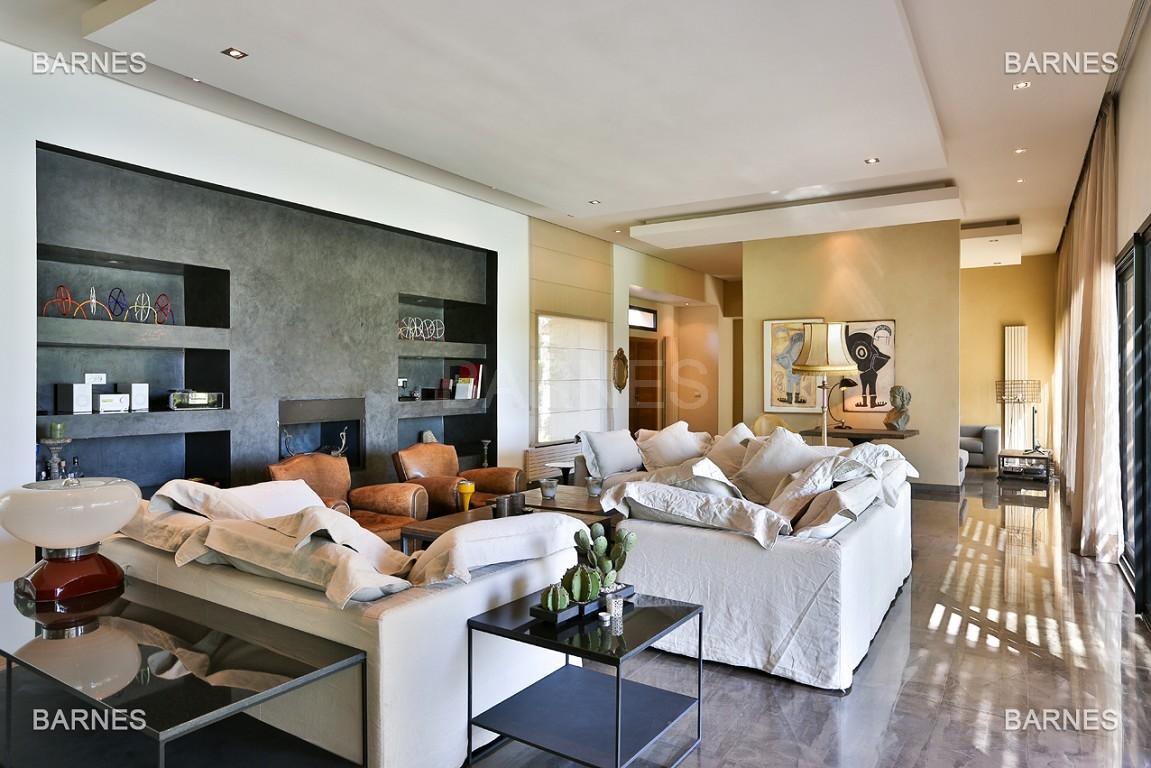 Très belle villa de plein-pied au ligne contemporaine avec de large baie vitrée en 1er ligne de golf . picture 5