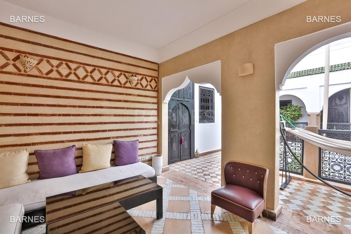 Riad maison d'hôtes, 6 chambres, 6 salles de bains, salon, salle à manger, cuisine, patio, bassin, terrasse. picture 3