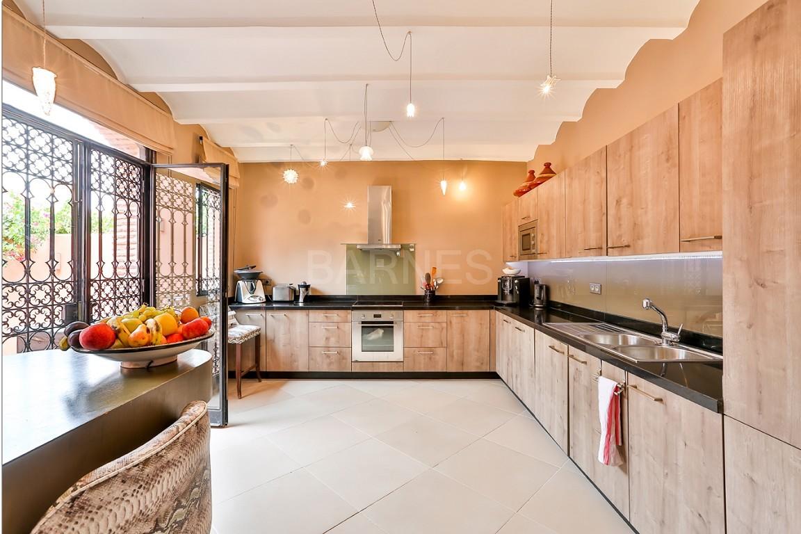 Vente villa Marrakech  Très belle villa sur Golf d'Amelkis, 5ch, toute récemment refaite et décorée avec du mobilier de très grande qualité.  picture 13