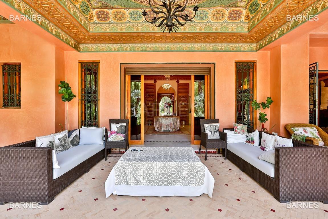 Très belle propriété a la palmeraie, véritable opportunité en terme de rapport qualité prix. 6 chambres un hectare de terrain arboré, dans la belle palmeraie , belle piscine. Matériaux noble marbre, boiserie en cèdres… picture 4