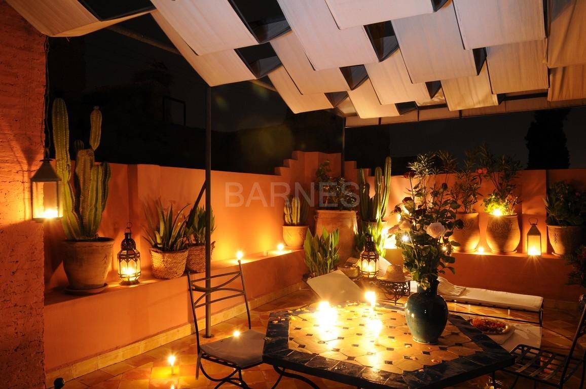 Riad maison d'hôtes, 11 chambres, 11 salles de bains, 2 patios, salons, salle à manger,  picture 3