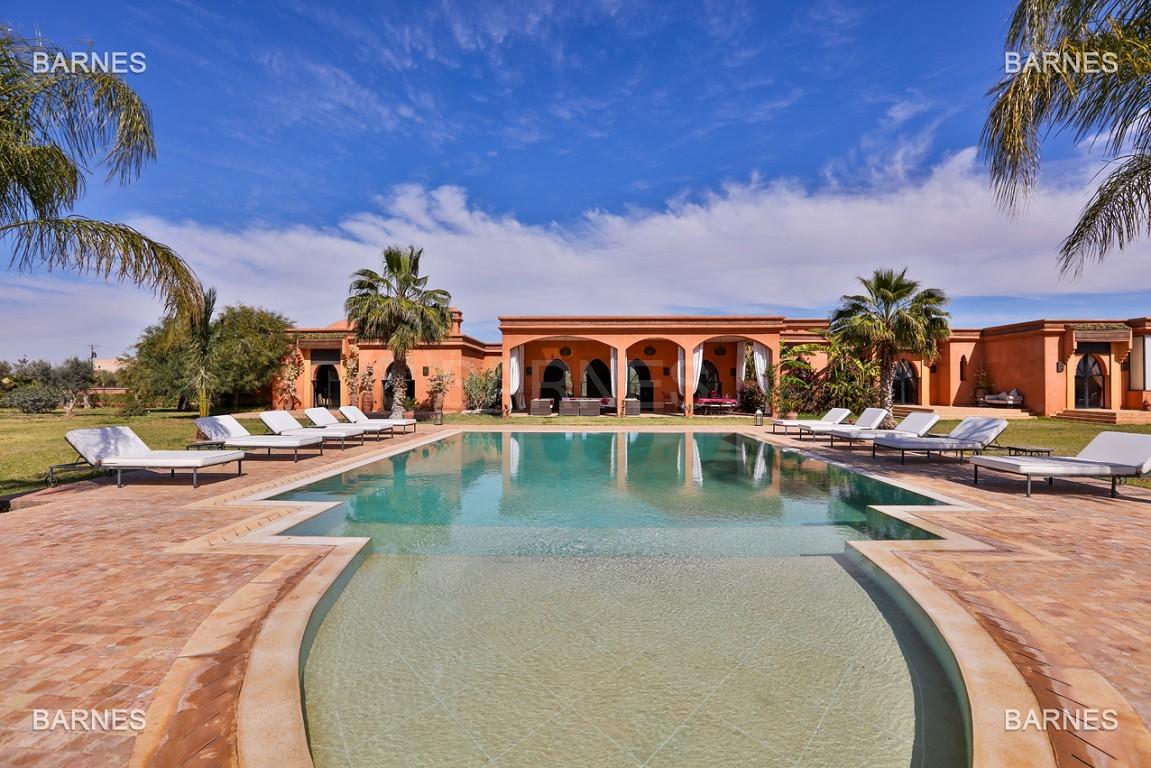 Très belle propriété d'inspiration marocaine, construite de plain pied sur 600m2  picture 0