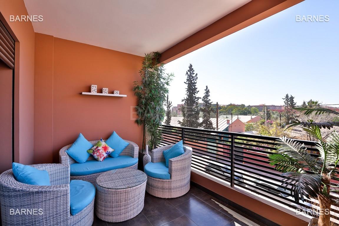 Très bel appartement de très haut standing proche du lycée Victor Hugo de128 m² dont 2 terrasses de 17 m² et 10 m². picture 2