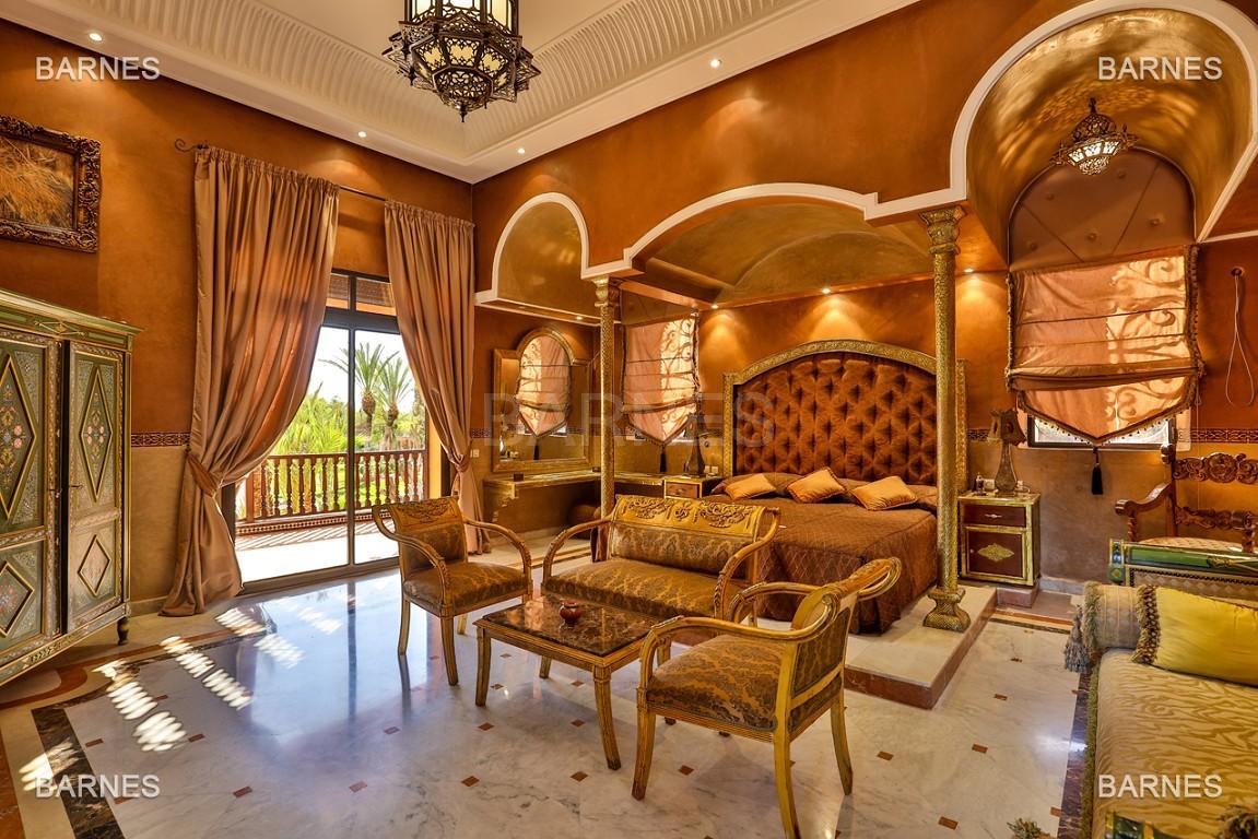 véritable palais arabo andalou aux dimensions impressionnantes. picture 5