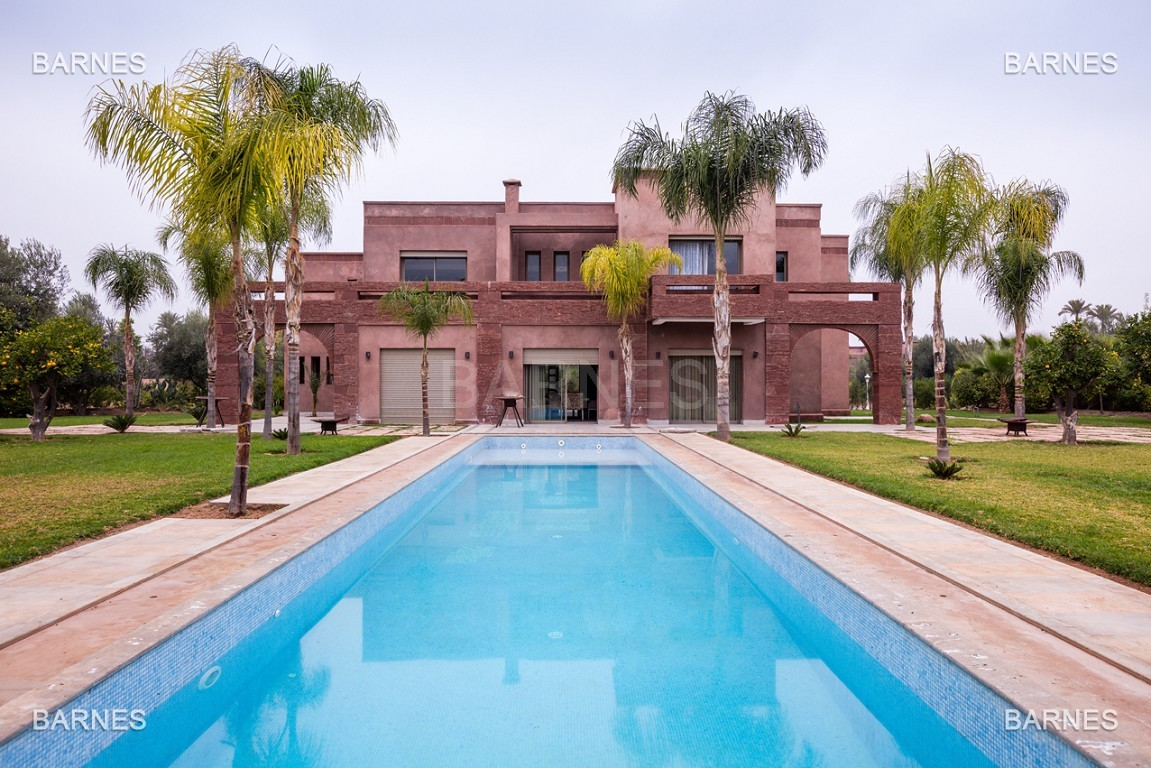 Villa contemporaine au coeur du circuit de la palmeraie Marrakech bâtie sur un terrain de 4000 m² et offrant une superficie habitable de 430 m². picture 0