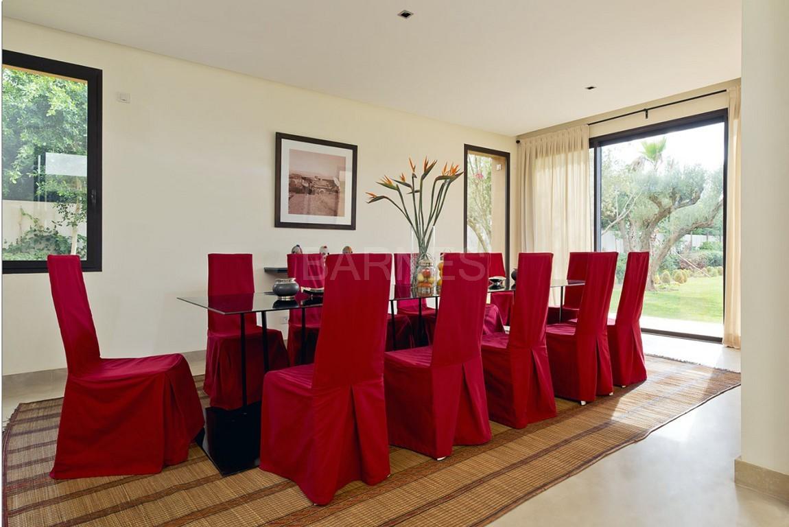 Nichée en première ligne du golf Al Maaden, cette tres belle propriété de luxe contemporaine abrite six chambres et suites au confort d'exception picture 8