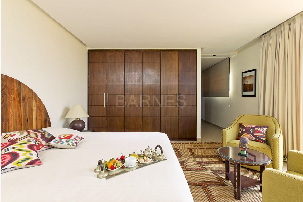 Nichée en première ligne du golf Al Maaden, cette tres belle propriété de luxe contemporaine abrite six chambres et suites au confort d'exception picture 16