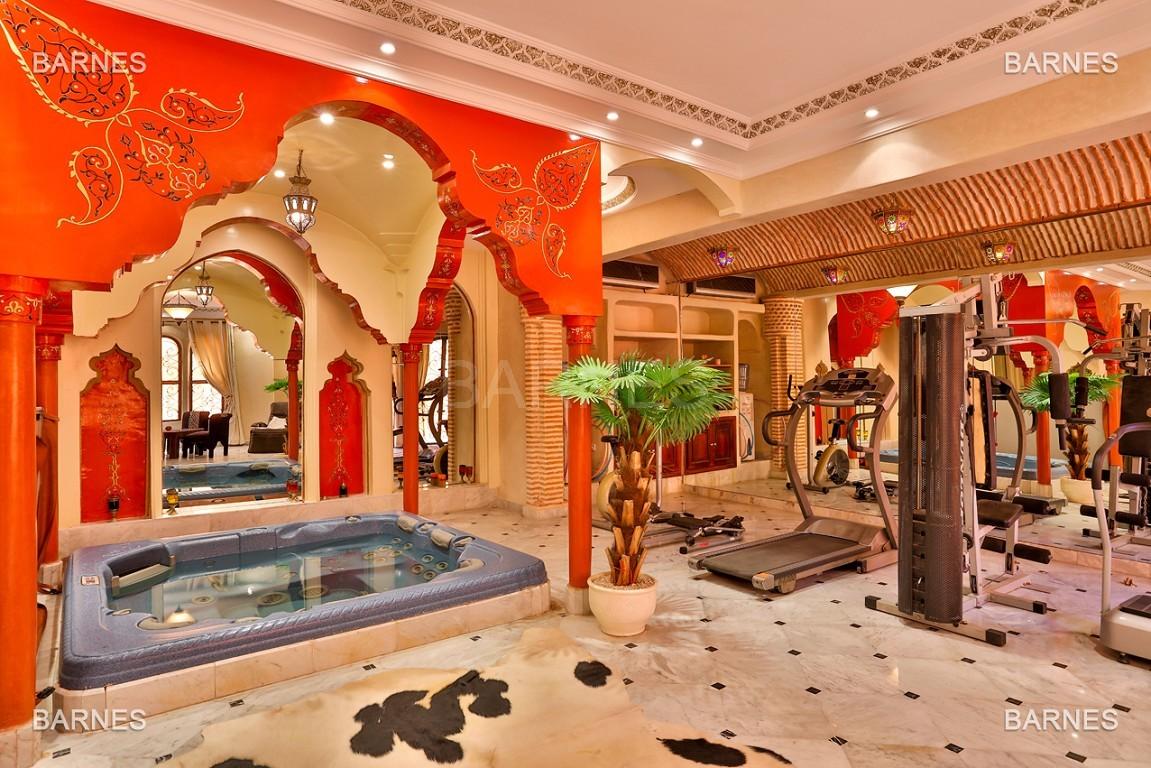 véritable palais arabo andalou aux dimensions impressionnantes. picture 16