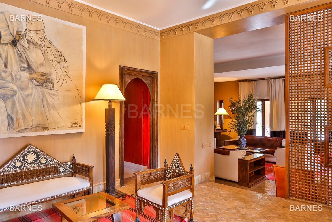 Très belle villa de style Marocain et art déco située dans un secteur de la palmeraie calme et accessible .  Parc sublime, villa principale avec piscine et maison d'ami avec piscine . picture 11