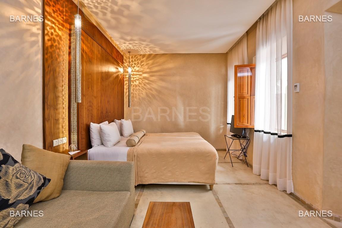 Maison d'hôtes, 8 chambres, 8 salles de bains, bassin, terrasse, jacuzzi. picture 14