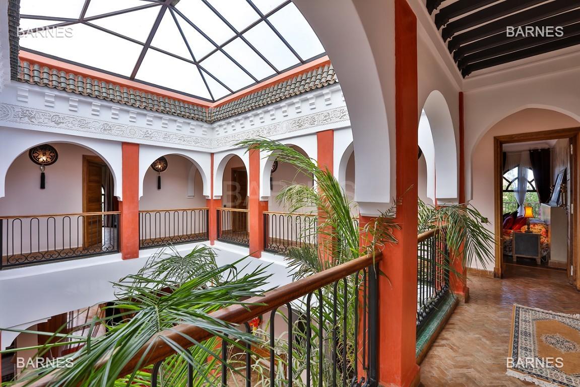 Superbe villa marocaine, construite sur un beau terrain arboré de 1 hectare à la sortie de Marrakech, 10mn en voiture du centre ville.  picture 7