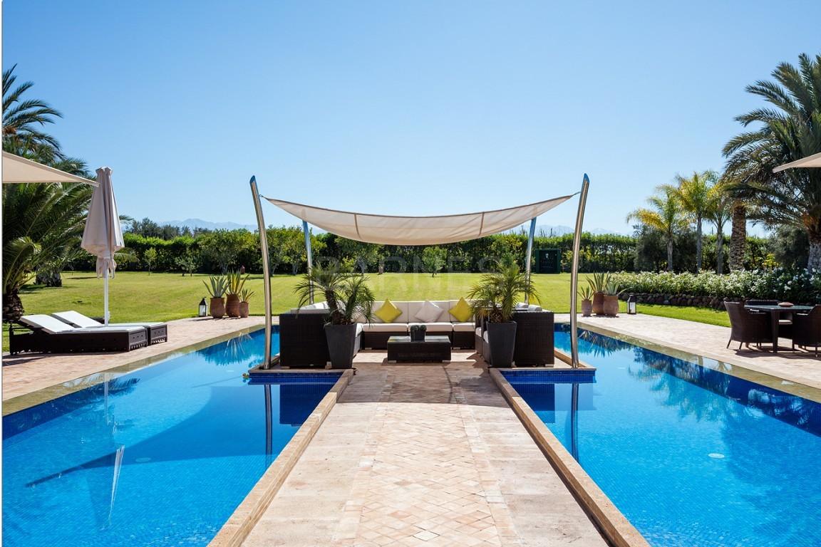 Très belle réalisation marocaine au pieds de l'Atlas, à 30mn de Marrakech, construite sur un parc ultra paysagé de 1 hectare, d'une végétation luxuriante, la villa est construite de plain pied et dispose d'une surface construite de 750m2 environ. picture 17