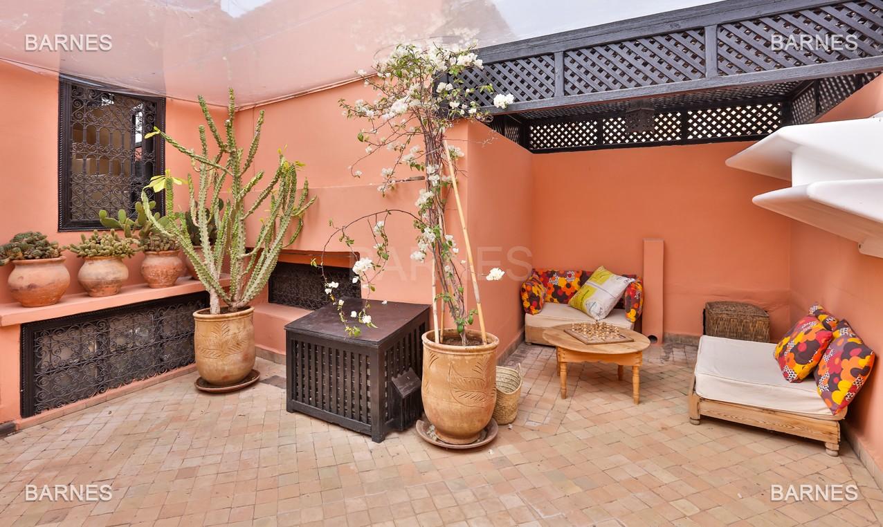 Riad maison d'hôtes, 6 chambres, 6 salles de bains, salon, salle à manger, cuisine, patio, bassin, terrasse. picture 4
